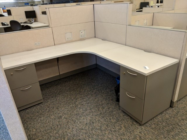 W6133 - Steelcase Answer Workstations