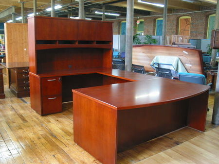 D853 - Bowfront U-Shape Private Office