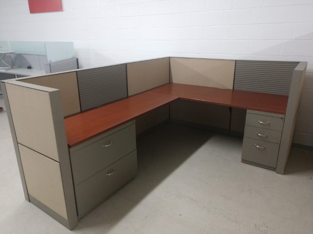 W6146 - Steelcase Montage Workstations