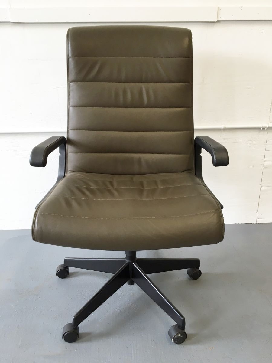 C61158C   Executive Task Chair By Richard Sapper For Knoll   Olive