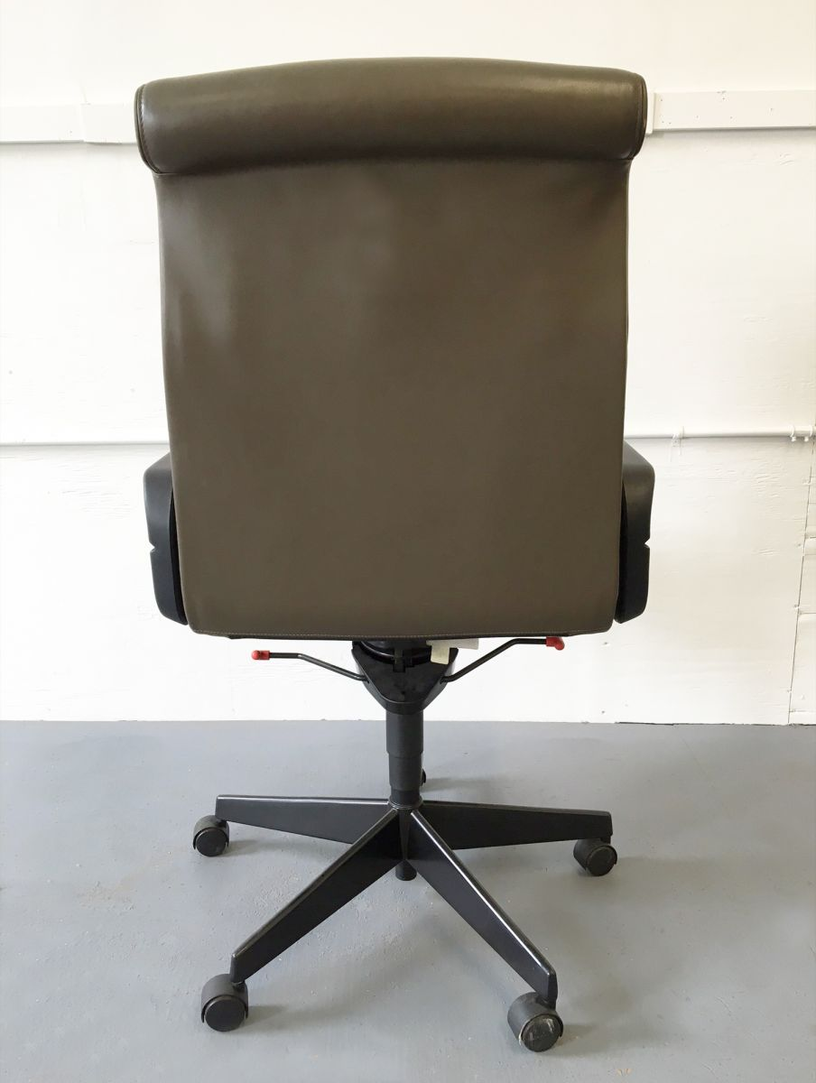 Executive Task Chair By Richard Sapper For Knoll Olive