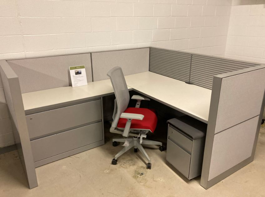 W6147 - Steelcase Montage Cubicles