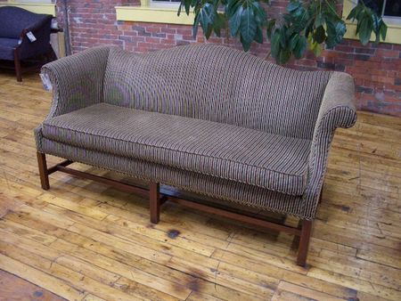 Traditional Couch (R545)